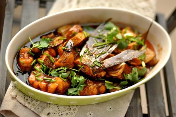 nấu món cá mè kho nghệ-2