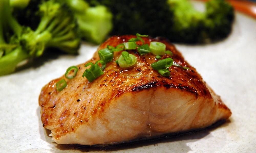 Cá ngừ rất giàu Omega 3, rất tốt cho làn da của bạn.