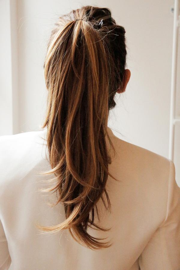 Cột tóc đuôi ngựa cá tính, trẻ trung