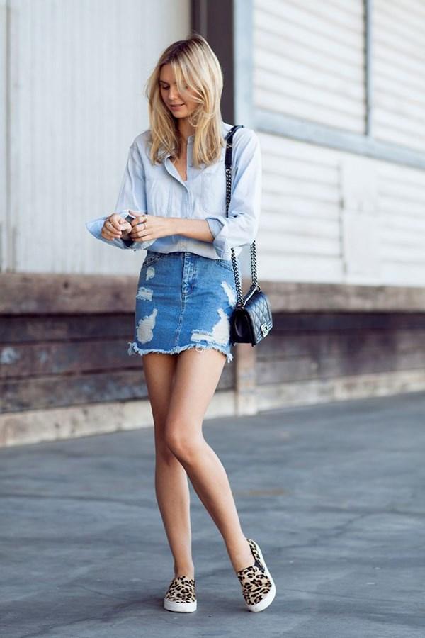 Chân váy jean và áo sơ mi