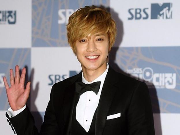 Kiểu tóc xoăn Hàn Quốc - kiểu tóc hợp với khuôn mặt dài gầy của nam