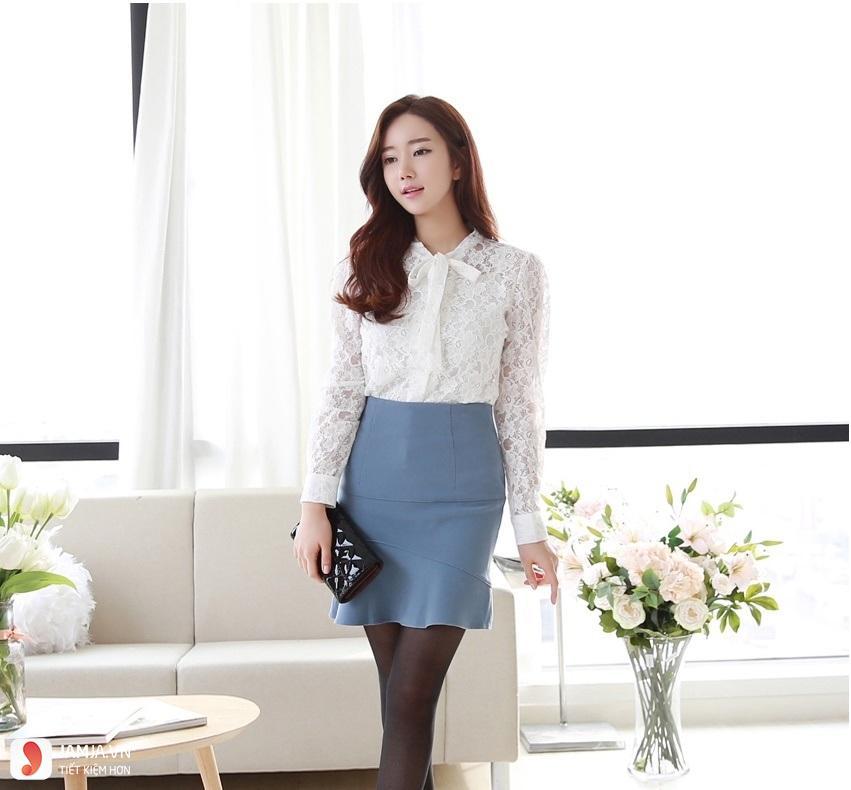 Image result for kiểu áo sơ mi nữ Hàn Quốc màu đen đẹp hè 2018