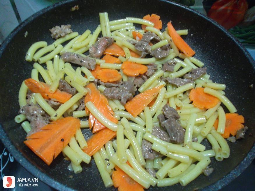 Nui xào thịt bò cùng phô mai con bò cười-5