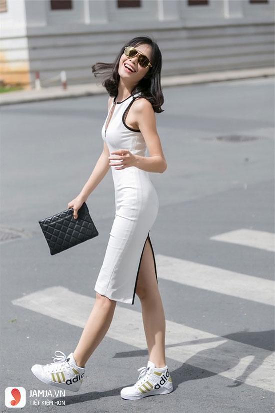 Váy body dành cho những cô nàng sở hữu thân hình cân đối, khi mix cùng giày thể thao nó tôn nên vẻ ngoài gợi cảm và khỏe khoắn