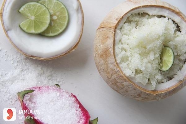 Cách rửa mặt sạch mụn với chanh và muối biển
