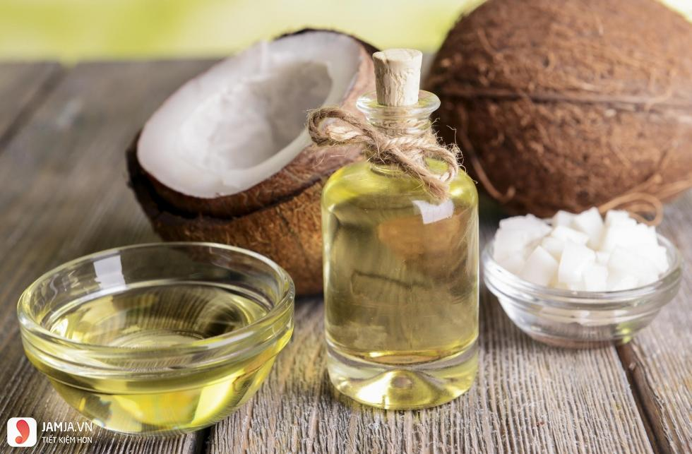 Thu nhỏ lỗ chân lông bằng dầu dừa