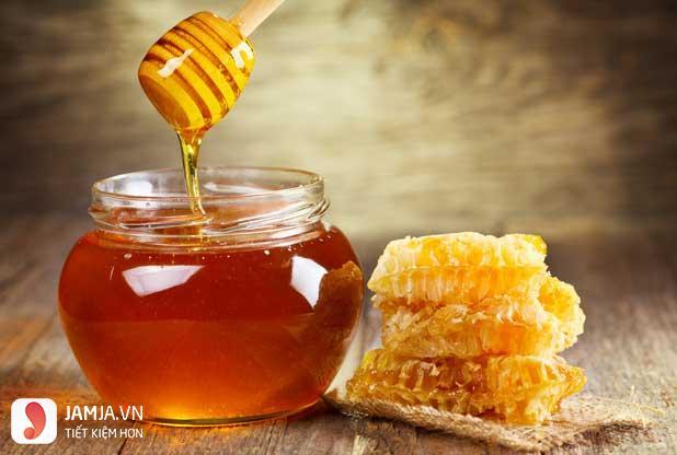 Thu nhỏ lỗ chân lông bằng mật ong