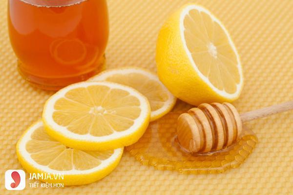 Thu nhỏ lỗ chân lông bằng mật ong chuối và nước cam
