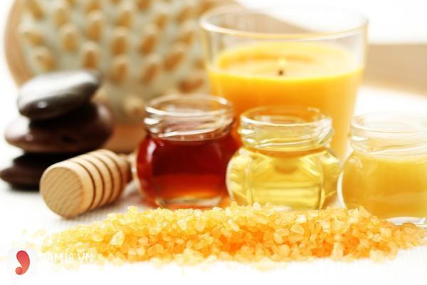 Thu nhỏ lỗ chân lông bằng mật ong và đường