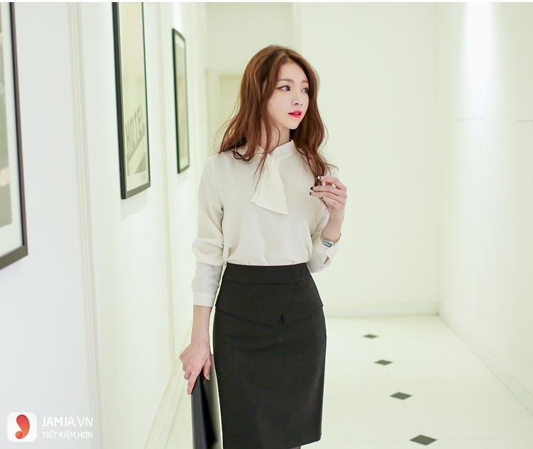Váy bút chì đen + sơ mi trắng