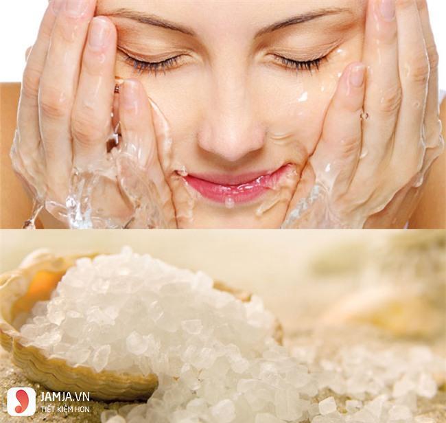 rửa mặt bằng nước muối sinh lý đúng cách