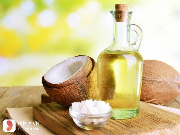 Dưỡng môi bằng mật ong và dầu dừa 2