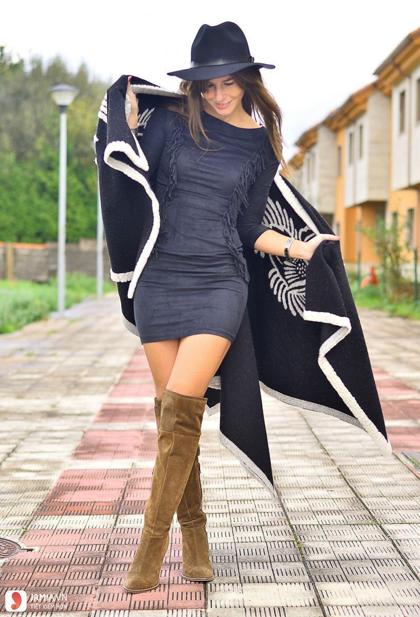 Váy body ngắn phối cùng bốt cao 1