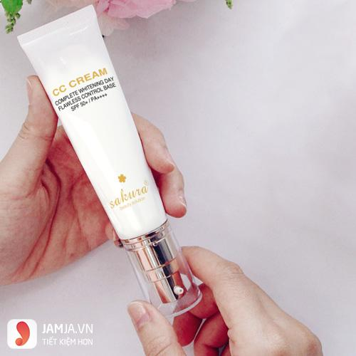 Review kem trang điểmCC Cream Sakura 3